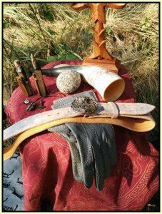 Symbolisch hier weitere Begleiter des Thor: Sein Kraftgürtel Megingiard und der Eisenhandschuh Jarngreipr mit dem er den Mjölnir fangen kann